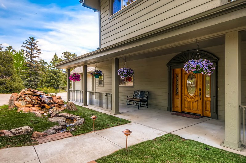 Exquisitely Beautiful Large Vacation Home Perfect for the Entire Family #3021, vacation rental in Estes Park