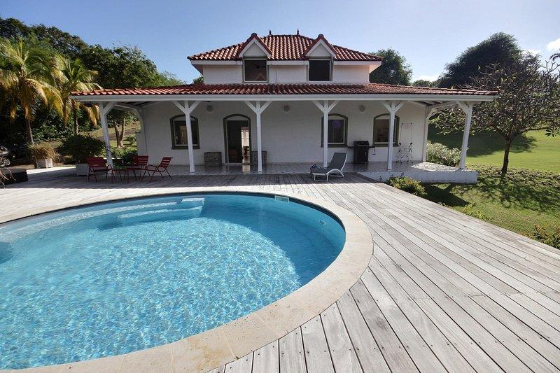 L'habitation, villa 3 chambres, avec piscine au sel et immense jardin, aluguéis de temporada em Le Francois