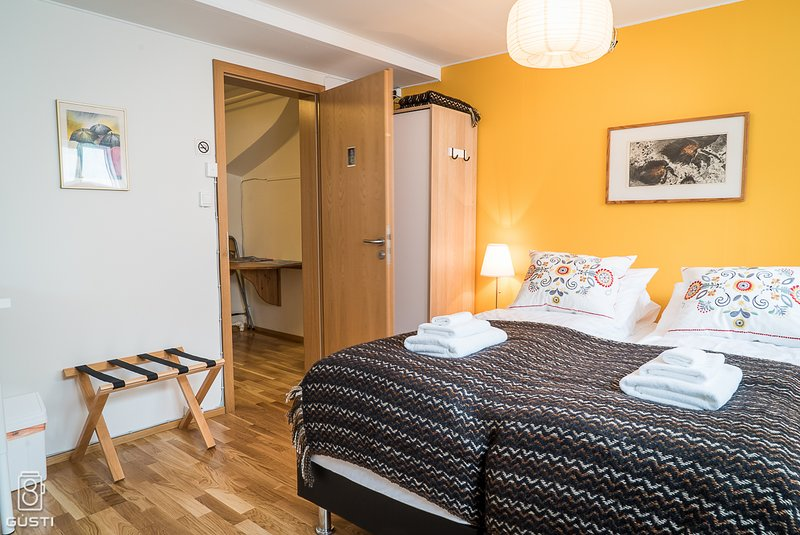 GentleSpace GuestRooms, Budget Twin, 2 Single Beds, vacation rental in Isafjordur