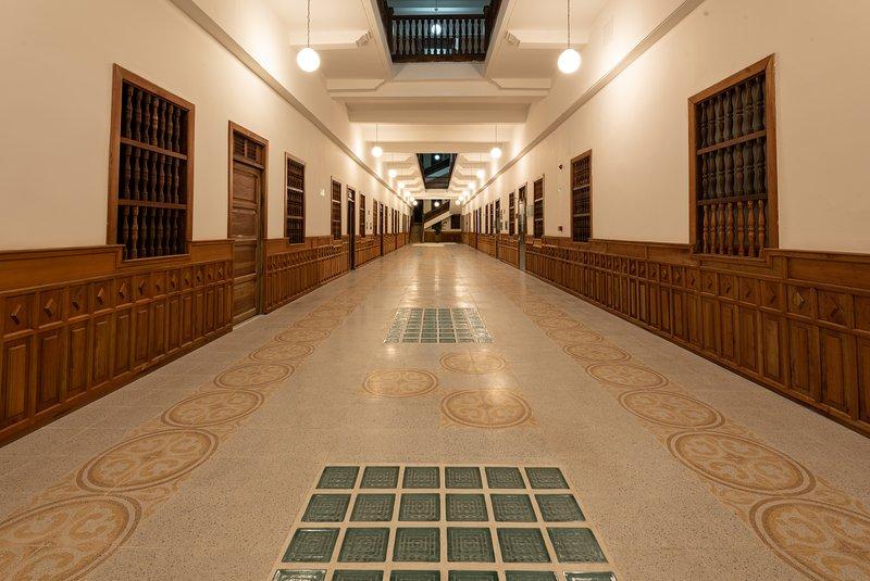 Central Pompeyano Hallway