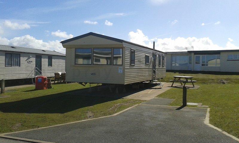 2 Holywell Bay caravan Haven Perran Sands Perranporth Cornwall 3 mile long beach, vacation rental in Mount