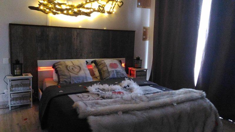 Cottage chic & romantique avec balnéo et cheminée à 1h30 de Paris, holiday rental in Saint-Jean-des-Echelles
