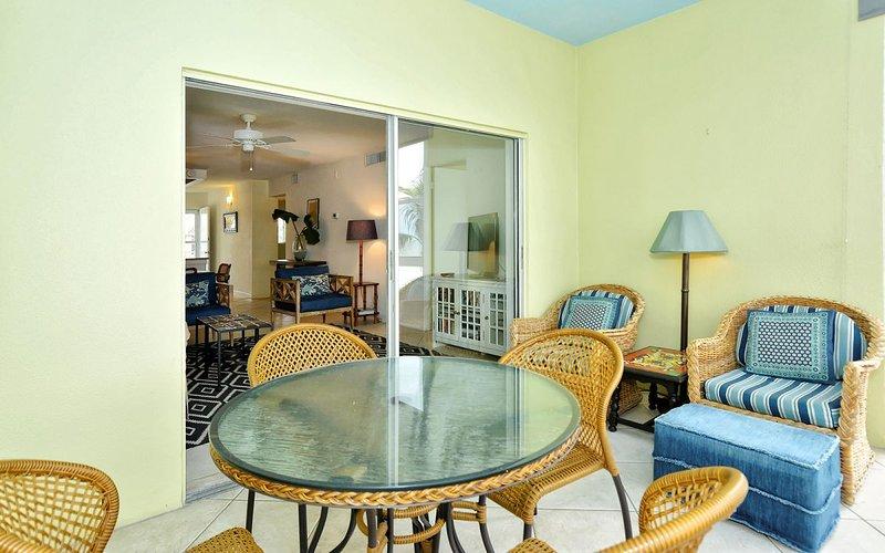 Lanai seating and dining