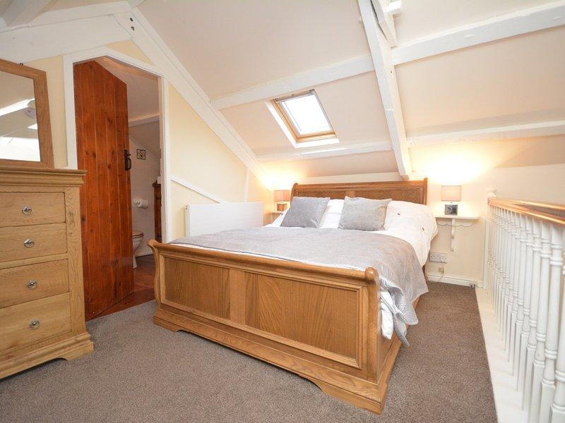 Sweet double bedroom with en-suite bathroom