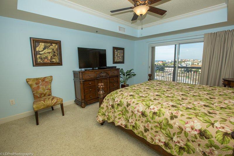 Ceiling Fan,Furniture,Indoors,Bedroom,Room
