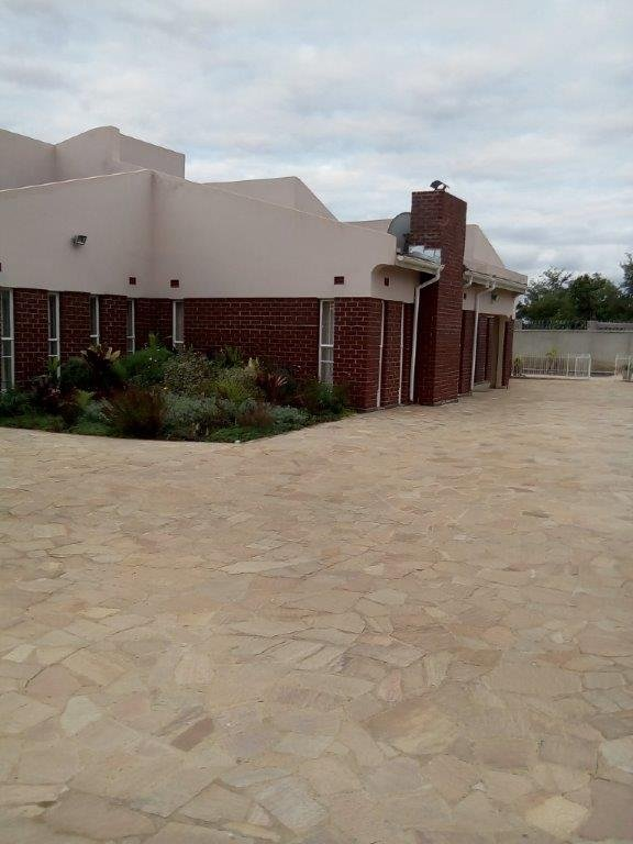 Quiet,secure,serene,family friendly environment ,no pets,no drinking or smoking., holiday rental in Mashonaland East Province