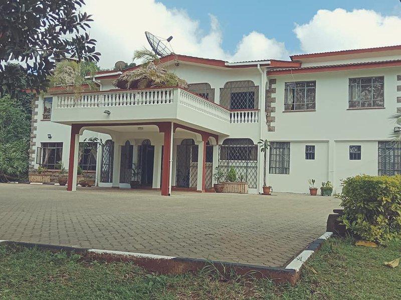 Bonsai Villa & Diplomatic Homestay- Private Executive Suite, vacation rental in Kiambu
