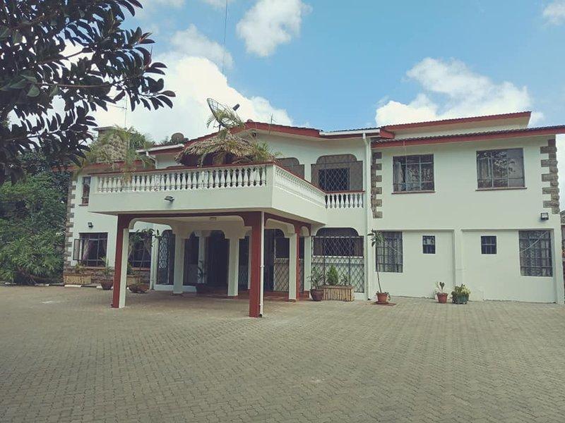 Bonsai Villa Diplomatic Homestay- Standard Private Suite, vacation rental in Kiambu