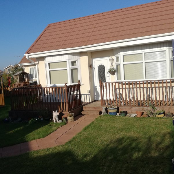 Dog friendly Seashore Cottage. Detached with enclosed garden and summer house., vacation rental in Maltby le Marsh