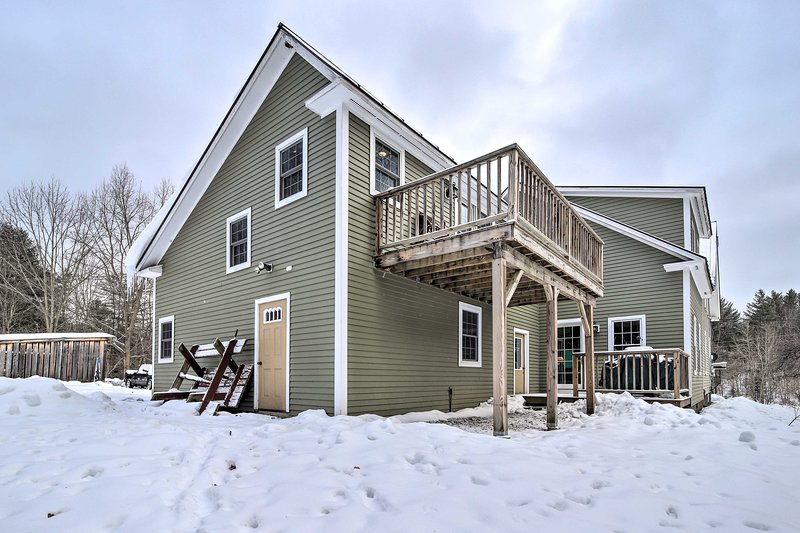 Cozy Apt w/Deck -20 Mins to Stowe Mtn Resort!, vacation rental in Craftsbury