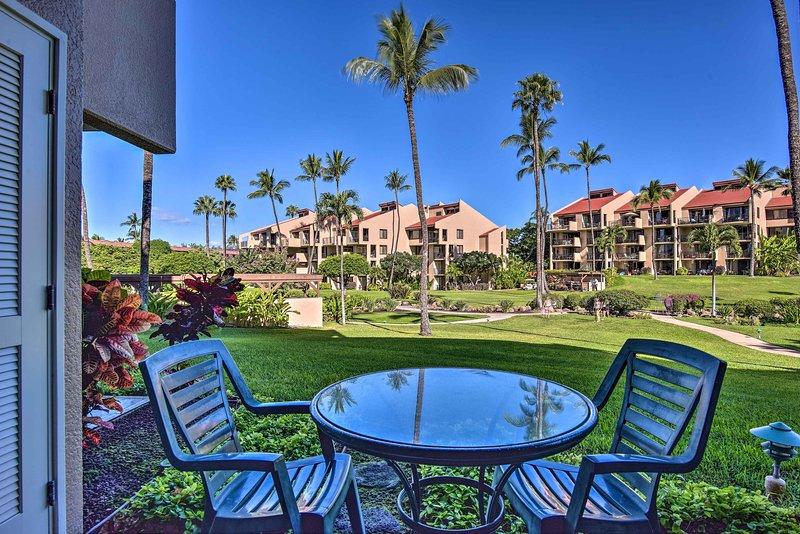 Palme torreggianti, una piscina scintillante e una brezza marina attendono in questo accogliente condominio!