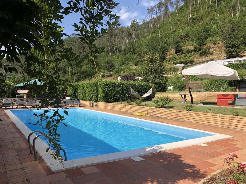 VILLA RIVIERA 16 pax WI-FI, POOL, Gym/Tennis/Football court, near Cinque Terre, location de vacances à Calice al Cornoviglio