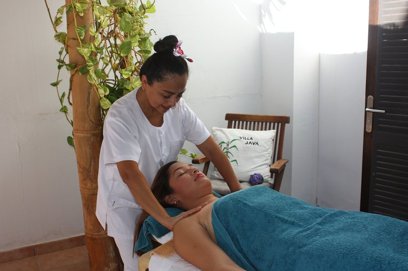 Massages at home, essential oils, ayurvedic, stones. Request price and availability