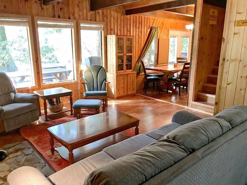 Mt. Baker Lodging – Cabin #30 – HOT TUB, PETS OK,FIREPLACE, W/D, SLEEPS 6!