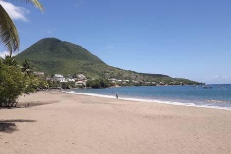 Magnifique Villa GRACE LAND à 30 m de la plage, avec PISCINE EXCEPTIONNELLE!!!!, location de vacances à Les Anses d'Arlet