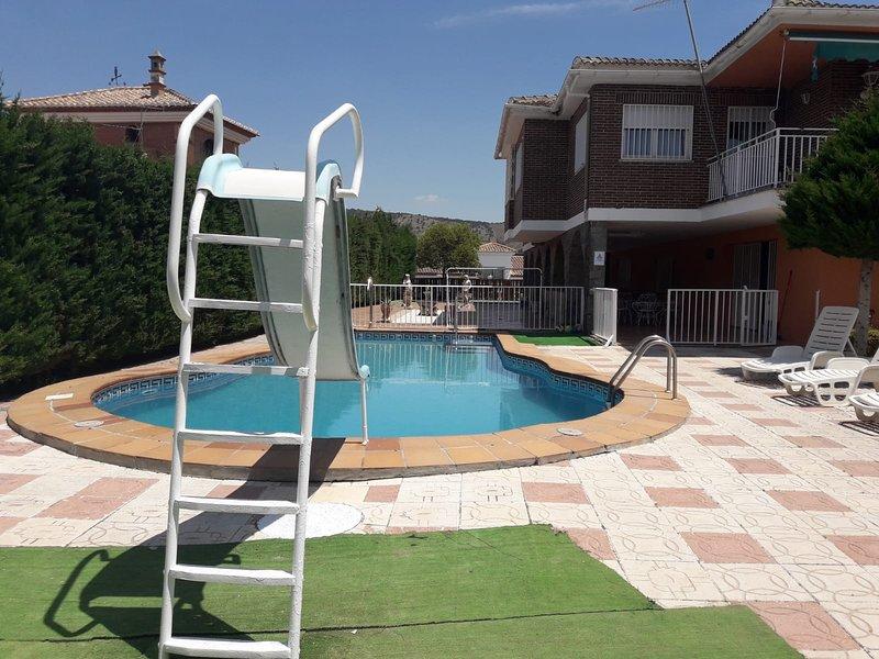 Chalet a 30min de Sierra Nevada,40min de la costa y 15min del centro de Granada, Ferienwohnung in Ogijares