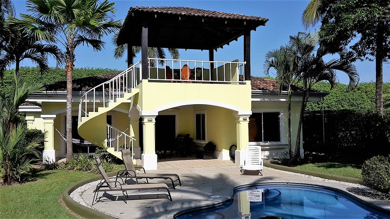 Casa Barracuda on the beach in Playa Hermosa, alquiler de vacaciones en Playa Hermosa