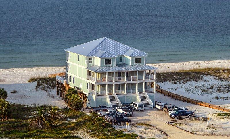 'Castle in the Sand East' Orange Beach AL-9 bedroom-Sleeps up to 26-Private Pool, location de vacances à Orange Beach