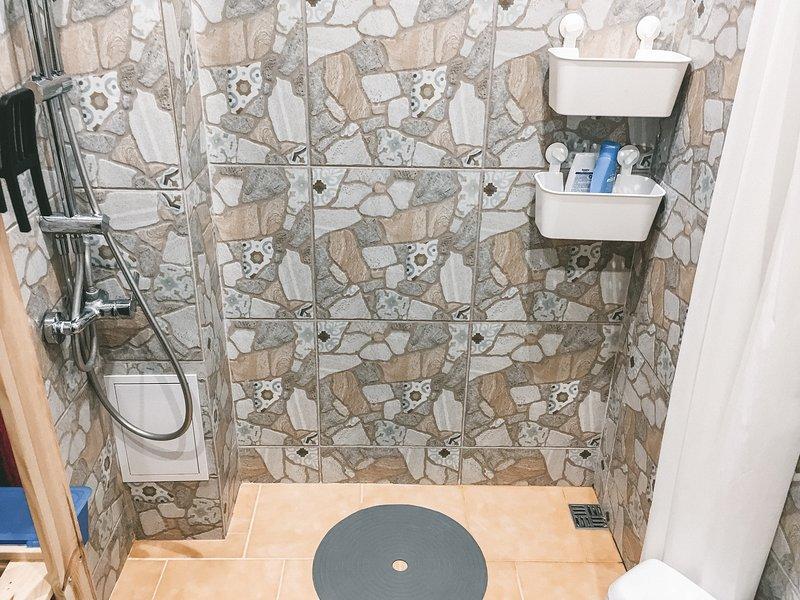 The bathroom is always sanitized. No exceptions. // Уборная всегда обработана. Исключений нет.