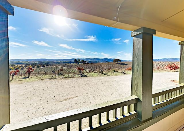 Wine Enthusiast Escape w/ Vineyard Views - 7 Miles to Downtown, vacation rental in Lake Nacimiento