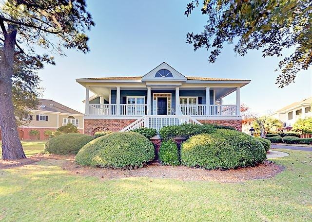 Lakeside Home on Golf Course with Private Deck & Game Room | Walk to Beach, holiday rental in Georgetown