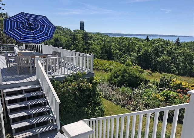 Secluded House on South Bristol's Highest Point w/ Water Views, location de vacances à Bayville