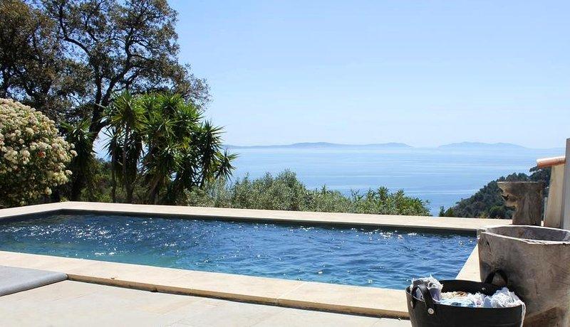Maison de Constance - rêve au calme absolu avec vue mer imprenable, holiday rental in Cavalaire-Sur-Mer