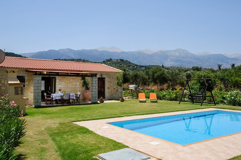 Villa Konstantinos - newly built traditional villa with private pool, vacation rental in Maza