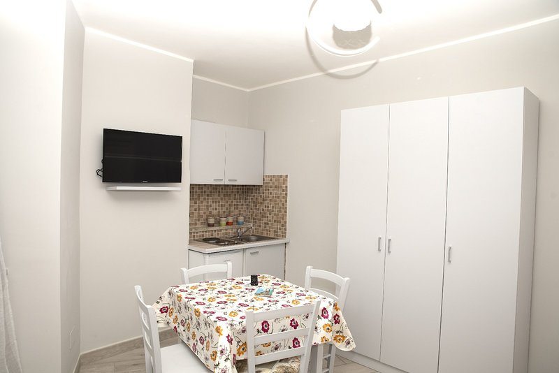 Amazing apt in Napoli & Wifi, holiday rental in Panza