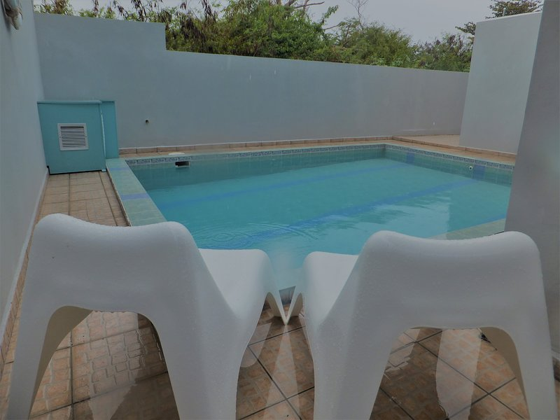 Palmeras Del Mar, Beach & Pool Apartment, holiday rental in San Antonio