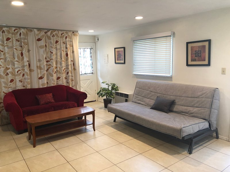 Lovely  Bedroom with a Pool, holiday rental in San Fernando
