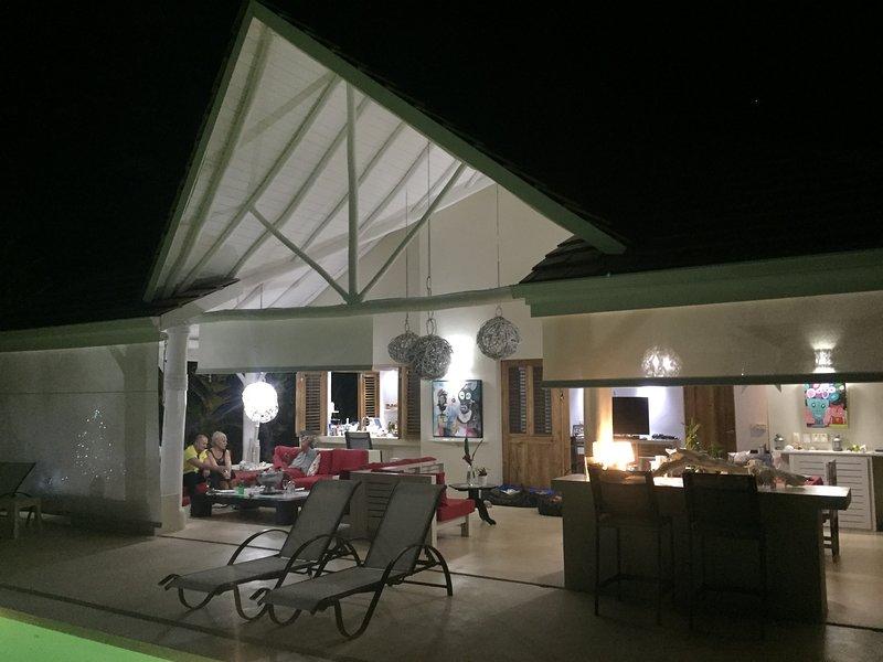 VILLA LES PIEDS DANS L'EAU, holiday rental in Nagua