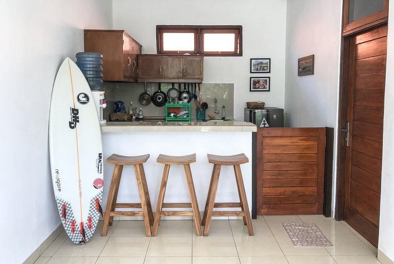 Private house with kitchen, 5 minutes from Uluwatu beach, vacation rental in Uluwatu