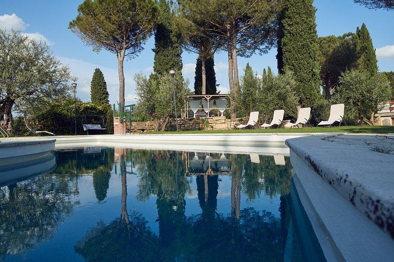LE BALZE parco in città PERUGIA app. LE ROSE, Ferienwohnung in Perugia
