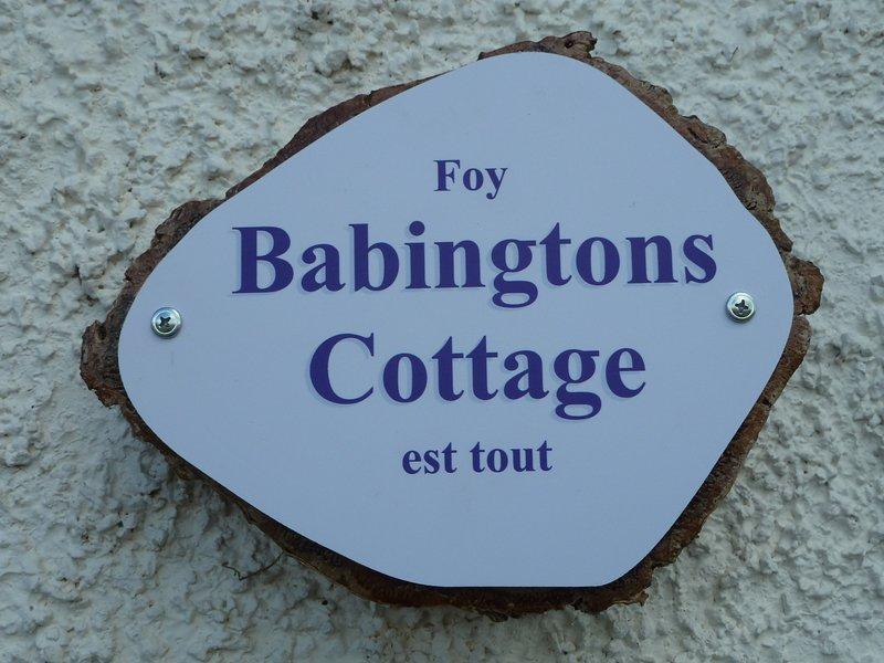 """Babingtons Cottage - Motto """"Foy est Tout"""" - """"Glaube ist alles"""" - Wappen der Familie Babington"""