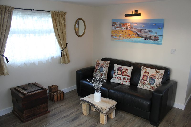 Two Hoots is a charming & elegant chalet located in Mundesley!, holiday rental in Mundesley