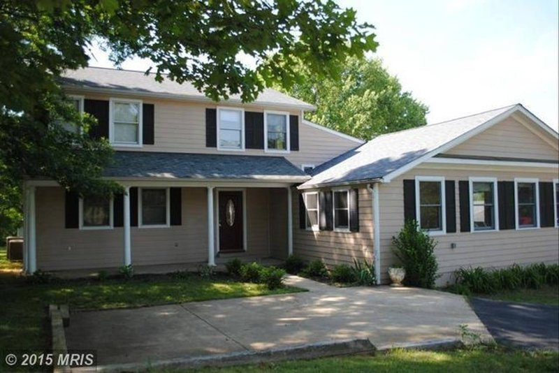 Large Modern House, VA Wine Country, holiday rental in Aldie