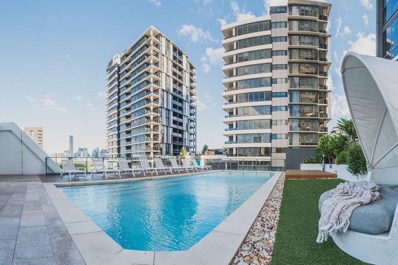 2 Bed Brisbane Resort Apartment, vacation rental in Brisbane