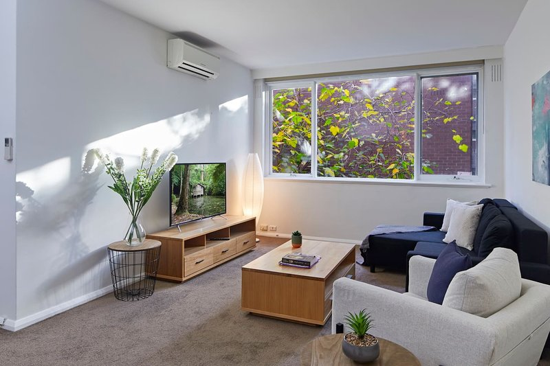 A 2 Bed Oasis In Melbourne's Hawthorn Village, holiday rental in Balwyn