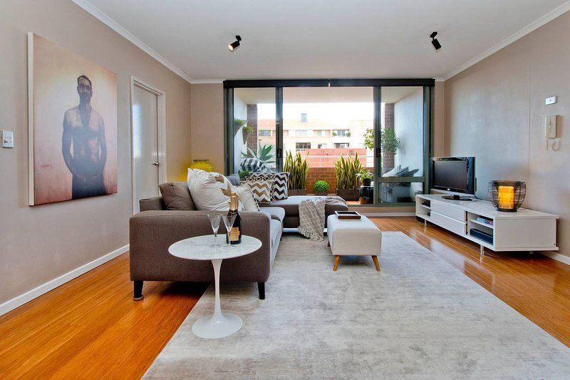 Ample Space in this 1 Bed Apt Also With Pool/Gym, vacation rental in Moore Park