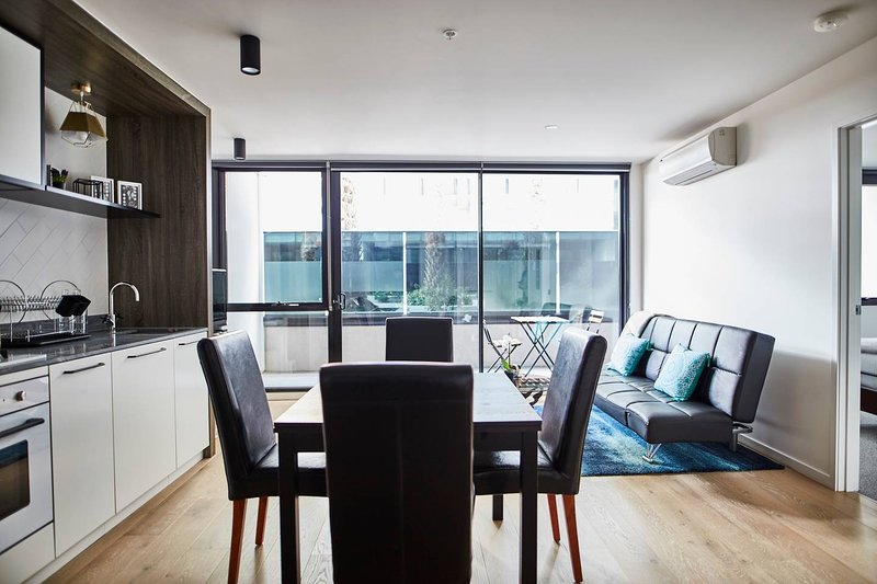 Arthouse Apt. w/ Pool Close to City/Pkng Optional, holiday rental in Hawthorn