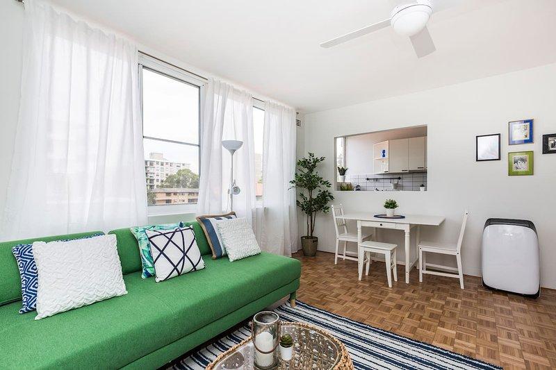 Bondi Beach 2 Bed with Car Space, vacation rental in Bondi