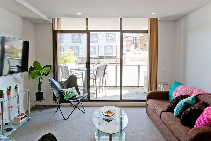 Brunswick 2 bedrooms w/ Air Conditioning + Balcony, casa vacanza a Tullamarine