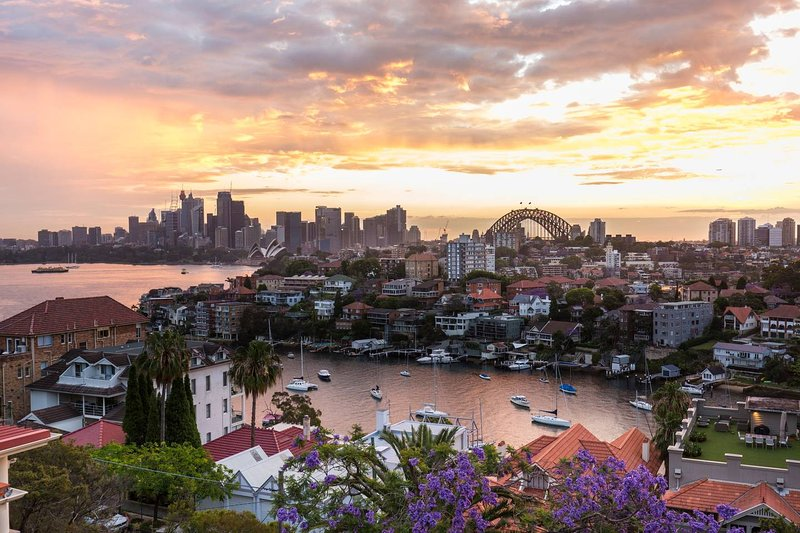 Deco Penthouse with Sydney Harbour Views, vacation rental in Cremorne