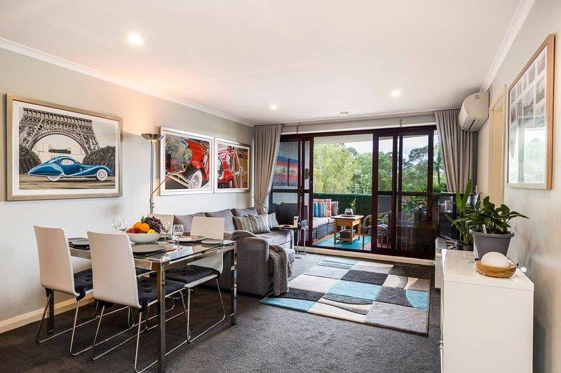 Poolside Sydney 1 Bedroom Apartment, vacation rental in Moore Park