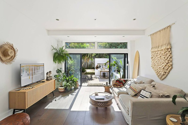 Sunny Beachside Garden Apartment Close To Beach, holiday rental in North Narrabeen