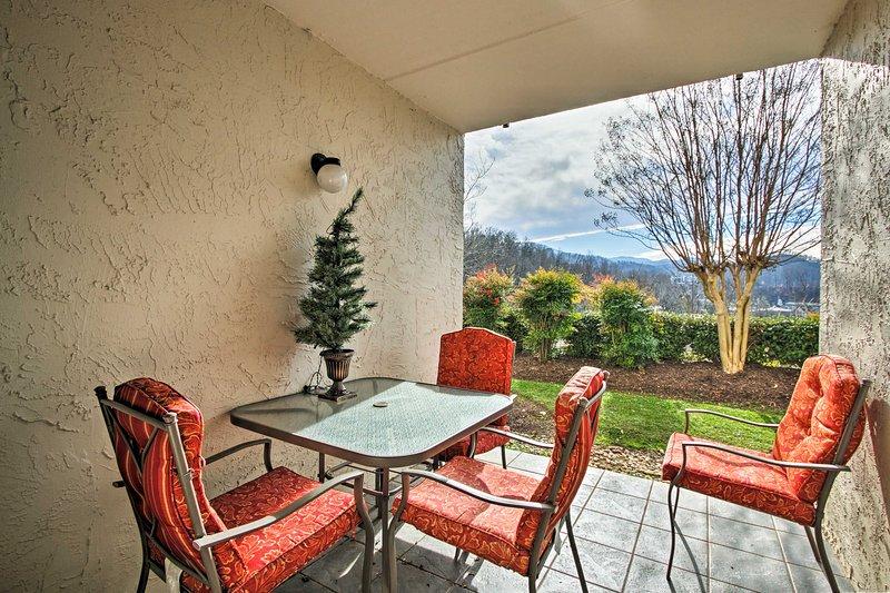 Godetevi un ritiro Smoky Mountains in questa casa vacanze 2-BR, 2-BA.