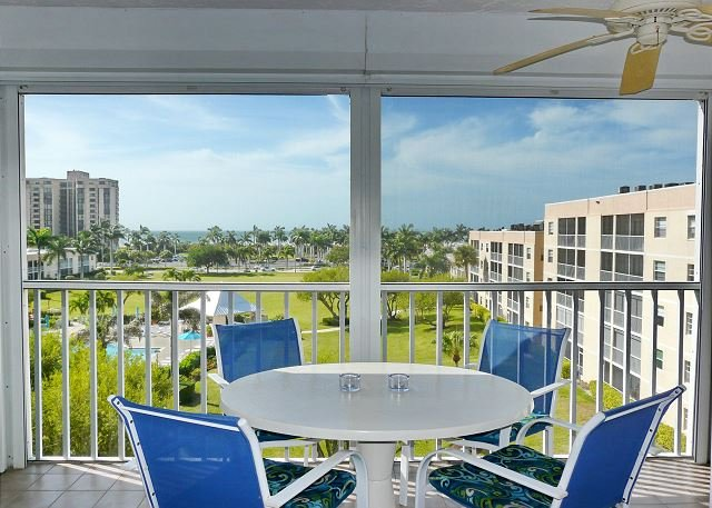 Peaceful, west-facing condo w/ hot tub, heated pool & short walk to beach, vacation rental in Marco Island