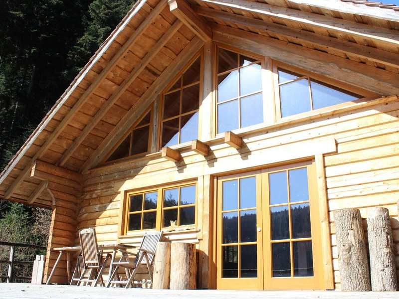 Blockhouse Black Forest mountain hut with Sauna, alquiler de vacaciones en Schramberg