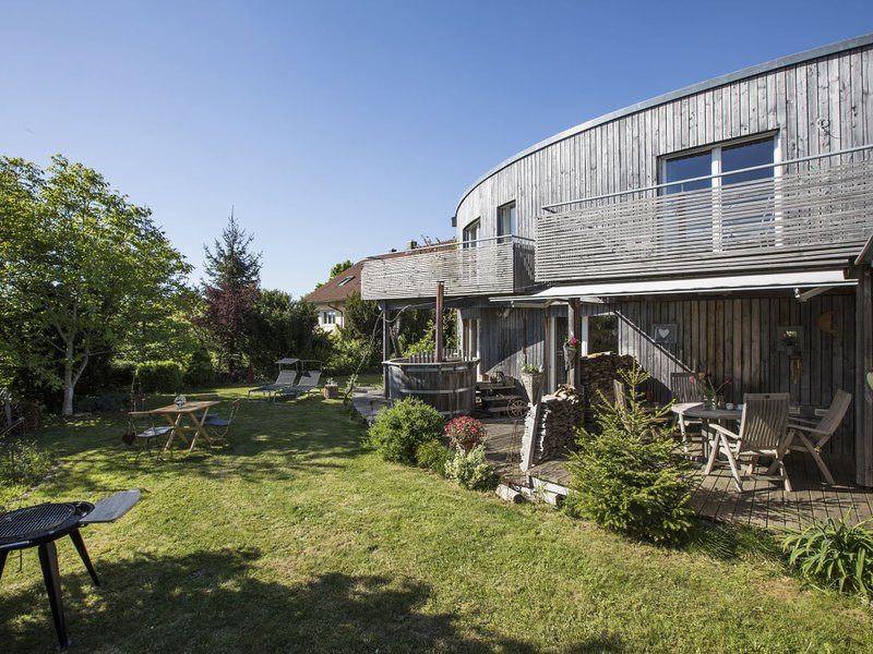 Special architect holiday home Dornstetten Black Forest with hot tub, location de vacances à Lossburg
